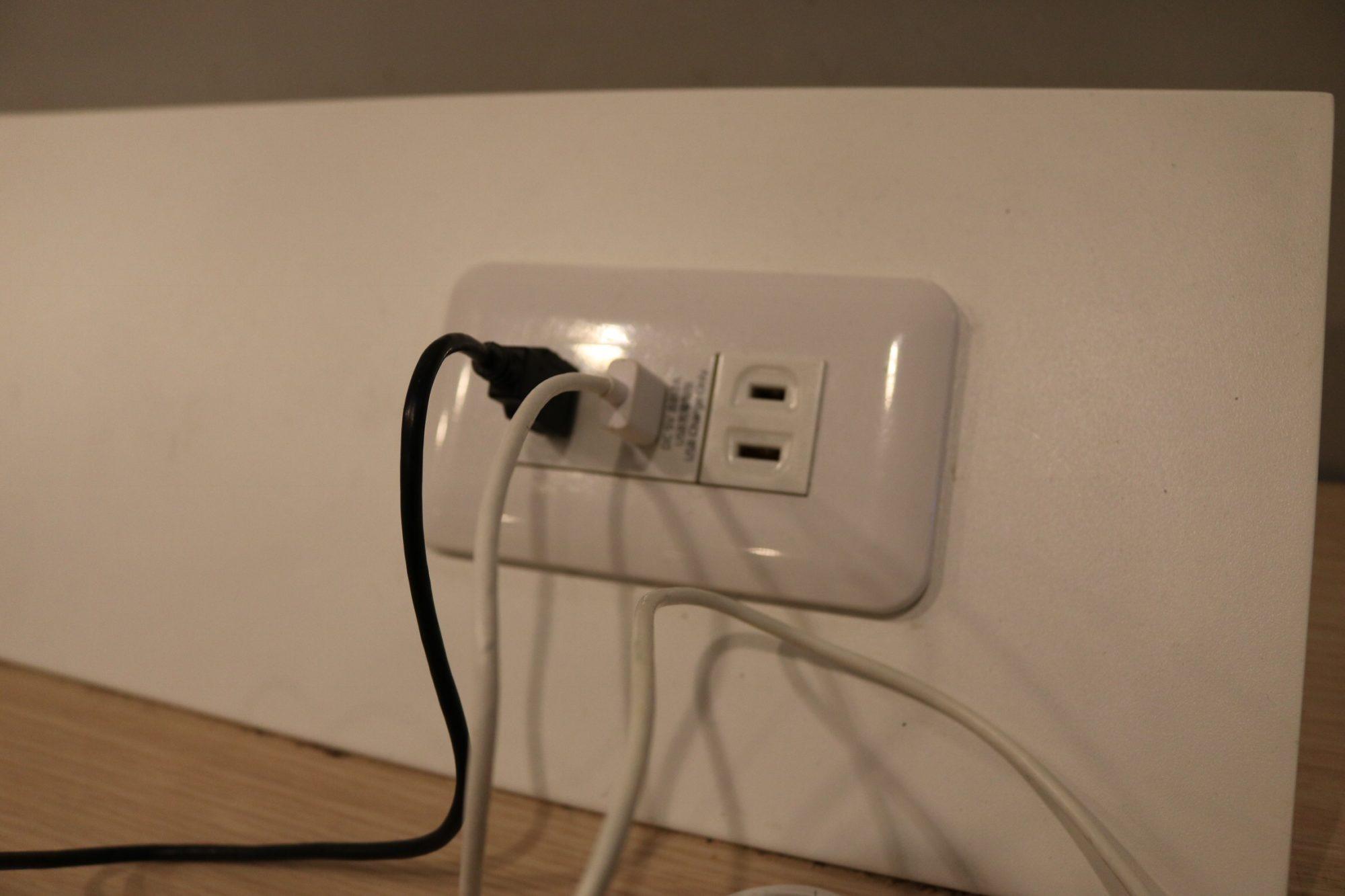 USB充電できる!ディズニー行きのリムジンバスと成田空港のミーティングルーム〜旅に出るときには充電用USBケーブルを携帯しよう!