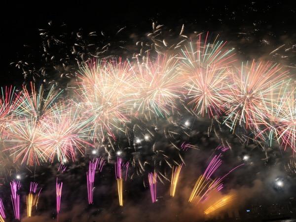 大阪 淀川花火大会2018  エキサイティングシートで花火を楽しむ〜目の前に広がる迫力ある、圧巻の花火〜