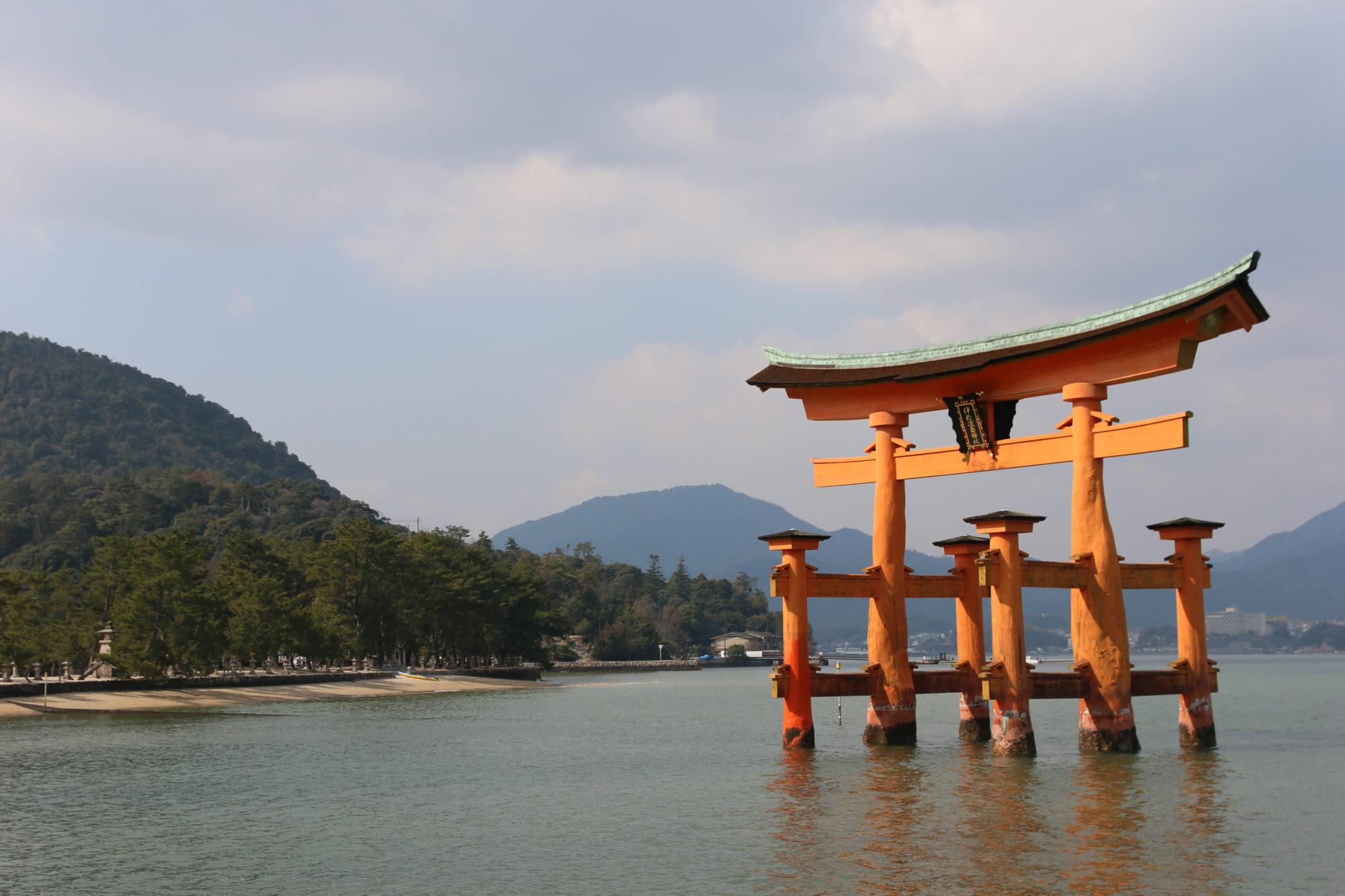 1日広島市観光プラン!!宮島、厳島神社と平和公園を満喫する