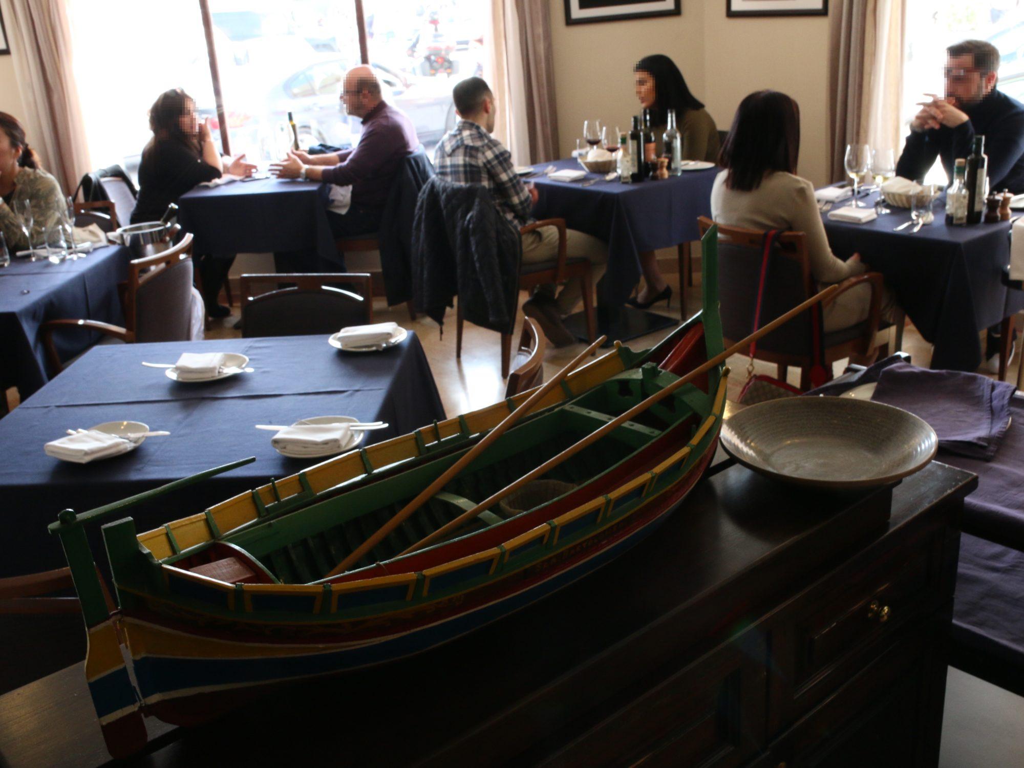 Tartarun Restaurant マルタ/マルサシュロックのランチ〜お昼からワインとパスタ〜