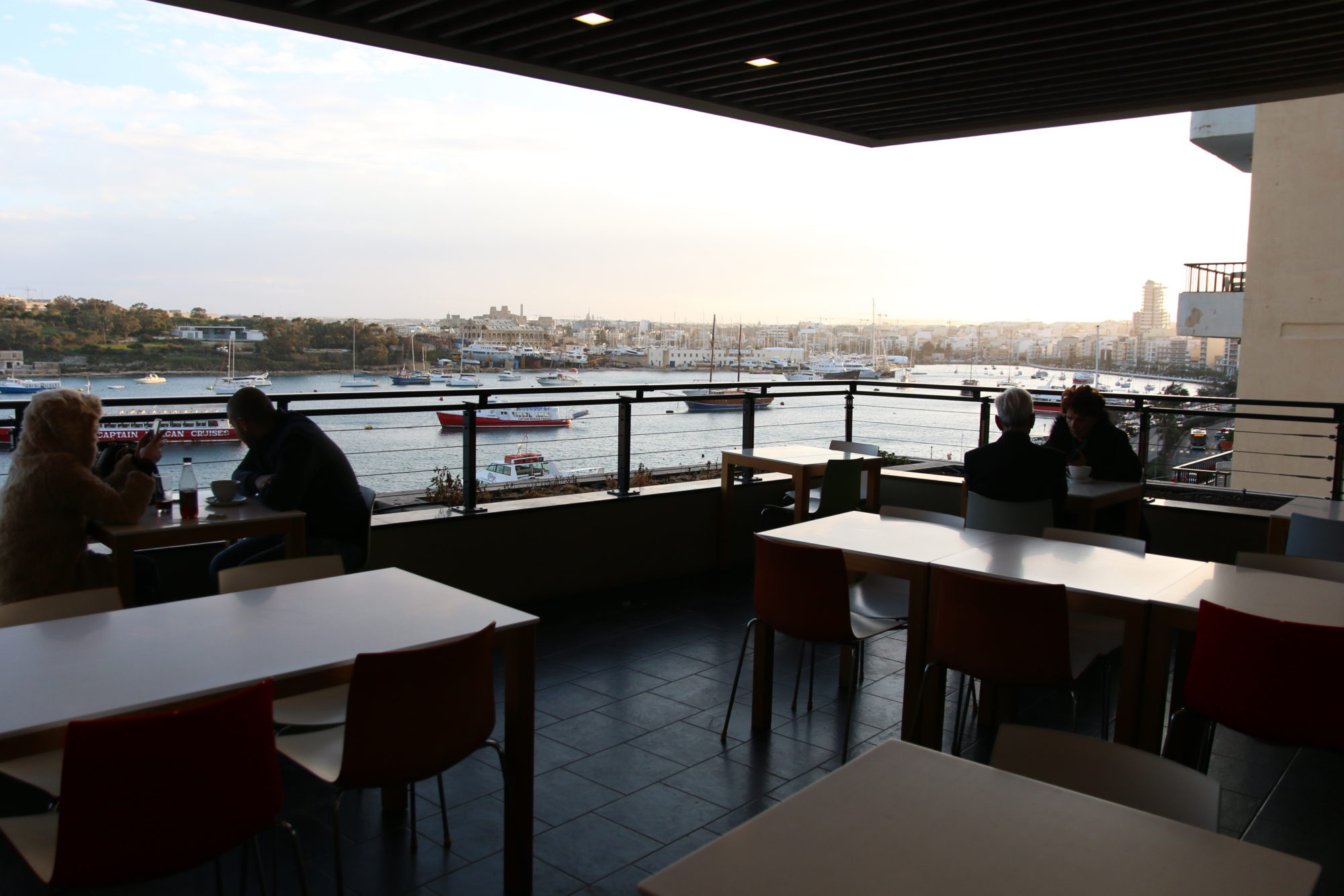 マルタ スリーマ Marks & Spencer Cafeでバレッタの景色を見ながらのコーヒーをいただく