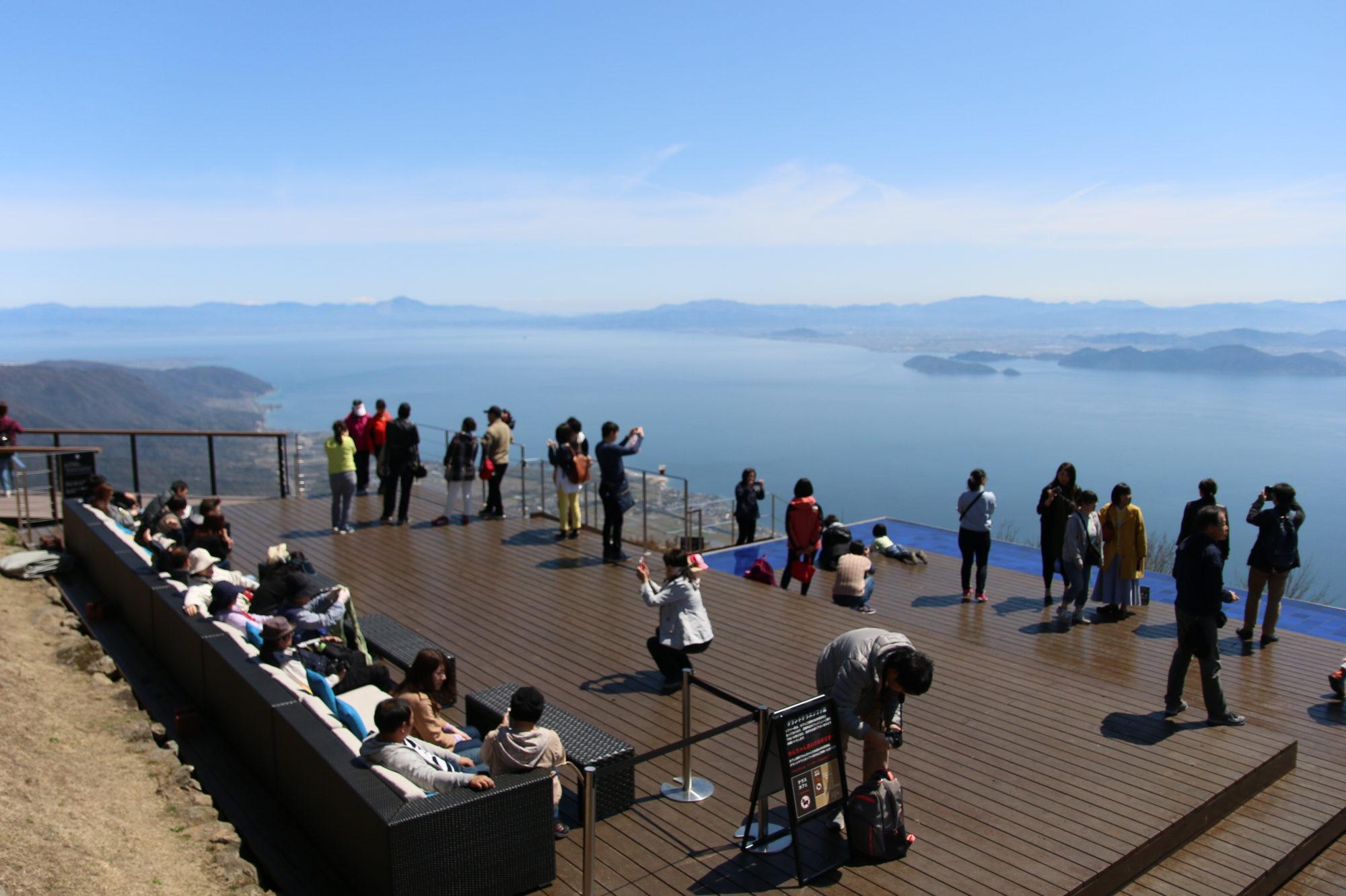 大阪から車で朝10時に行くびわ湖テラス(びわ湖バレイ)〜湖西の展望エリアと恋人の聖地から琵琶湖を一望し,ランチのビュッフェを楽しむ〜