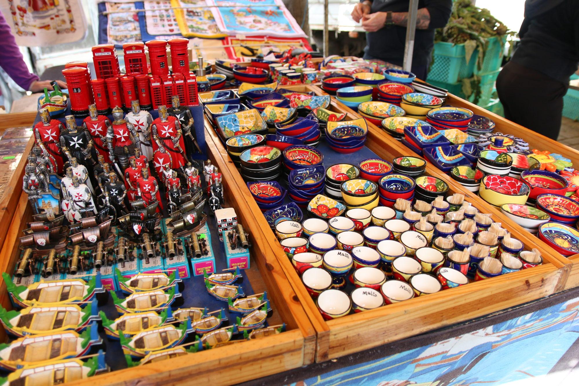 マルタでお土産を買うオススメスポット3選~マルサシュロックの朝市・Is-Suq  Tal-Belt(バレッタ)・マルタ空港(ルア)~[マルタ旅行記]
