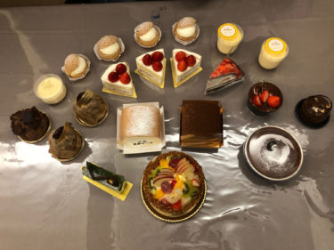 我が家恒例のホークス応援ケーキ〜合計12450円の圧巻のケーキたちで年をしめる〜
